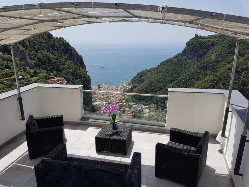 A balcony or terrace at Admiring Amalfi