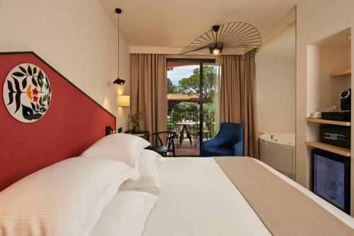 A bed or beds in a room at Villa Duflot Hôtel & Spa Perpignan