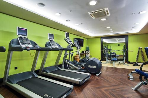 The fitness centre and/or fitness facilities at DoubleTree by Hilton Novosibirsk