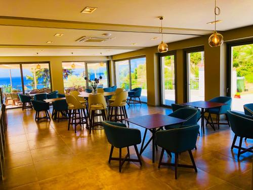 A restaurant or other place to eat at Alexandrina