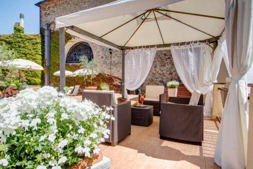A porch or other outdoor area at Hotel San Lino