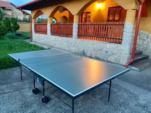 Tennis and/or squash facilities at Prémium Apartmanház Érd or nearby