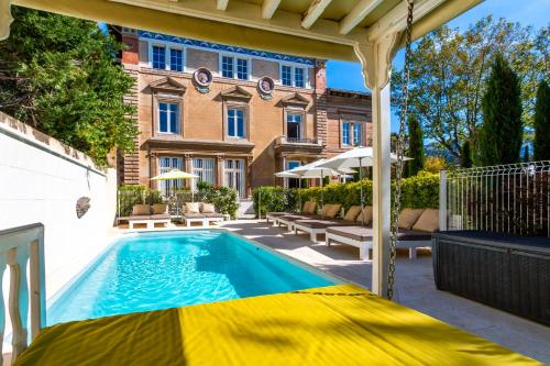 The swimming pool at or close to Château Beaupin Chambre d'Hôtes et Appartements