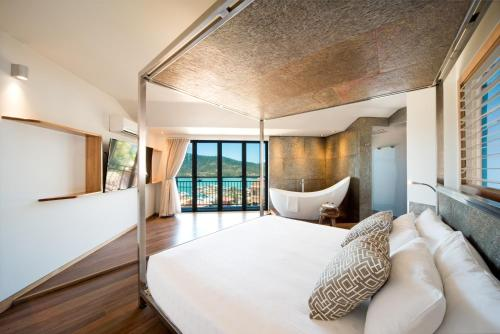 A bed or beds in a room at Pinnacles Resort
