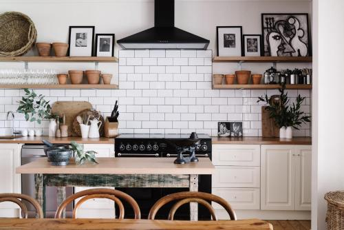 A kitchen or kitchenette at The Manor House Daylesford