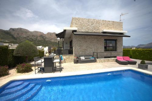 The swimming pool at or near Casa Pimienta