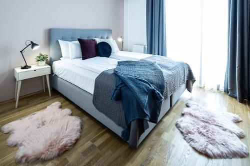 A bed or beds in a room at Vagabond Downtown