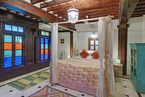 A bed or beds in a room at Dodhia Haveli