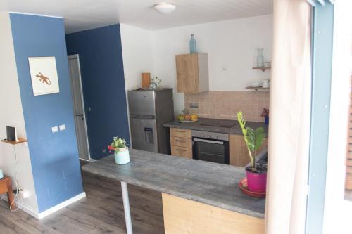 A cozinha ou cozinha compacta de Tiare Lodge N930 DTO-MT