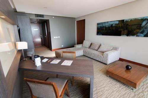 A seating area at Enjoy Antofagasta