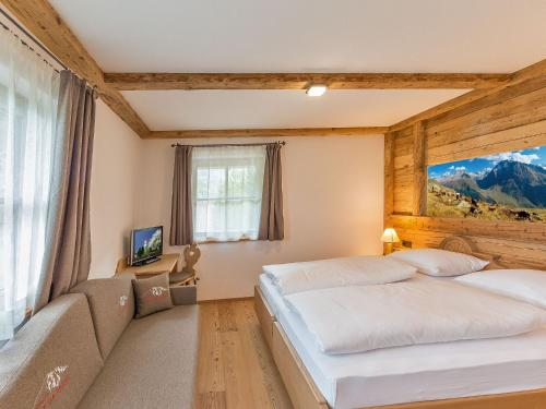 A bed or beds in a room at Chalet Piz da Peres