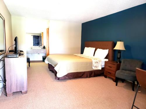 A bed or beds in a room at Motel 103
