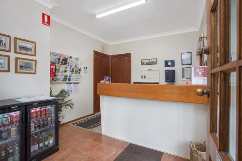 The lobby or reception area at Manifold Motor Inn