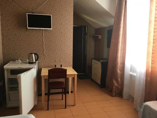 Кухня или мини-кухня в Гостевой Дом Лиза