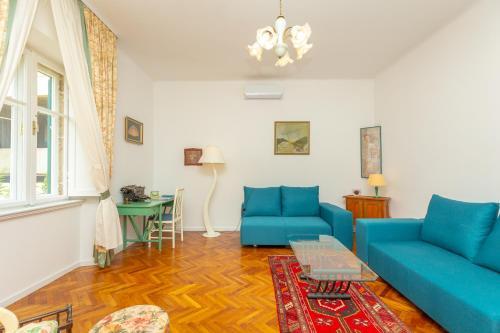 A seating area at Apartment Villa Ahava