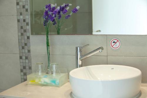 A bathroom at Limanaki Beach Hotel & Suites