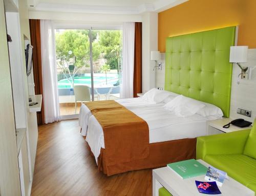 Ein Bett oder Betten in einem Zimmer der Unterkunft Europe Playa Marina