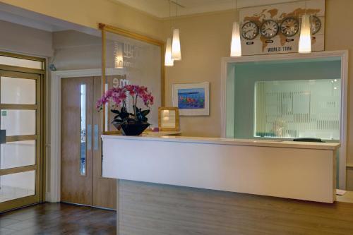 El vestíbulo o zona de recepción de Best Western Princes Marine Hotel