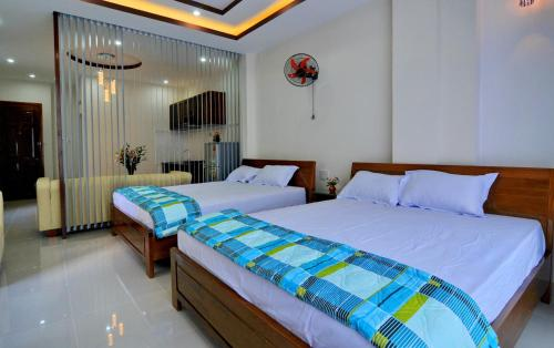 A bed or beds in a room at Duy Phuoc Hotel