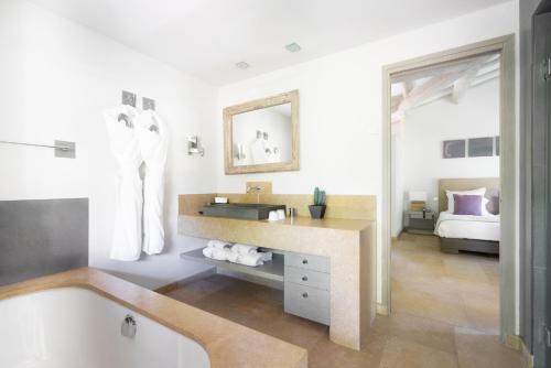 A bathroom at Le Pre de la Mer