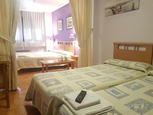 A bed or beds in a room at Pensión El Camarote