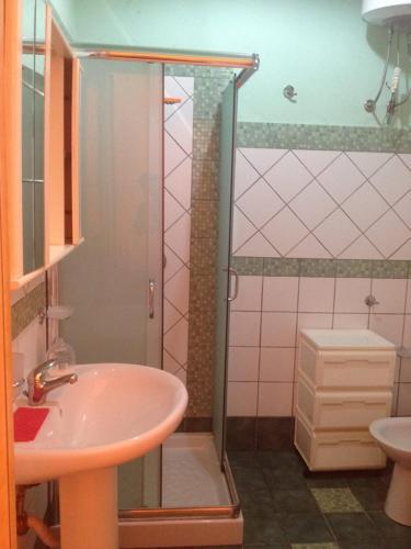 A bathroom at lampedusa mareblu sei