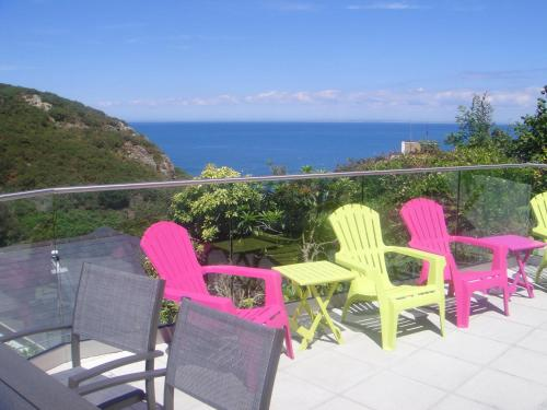 A balcony or terrace at Undercliff Guest House