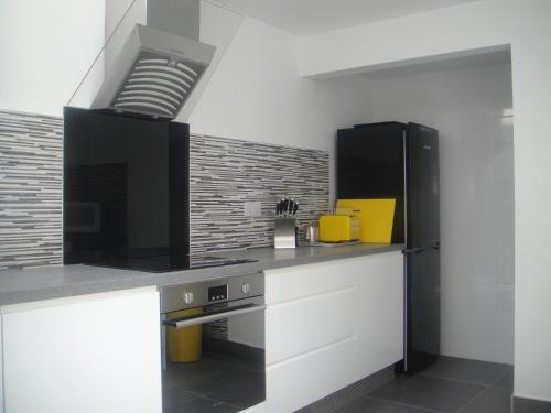 A kitchen or kitchenette at Undercliff Guest House