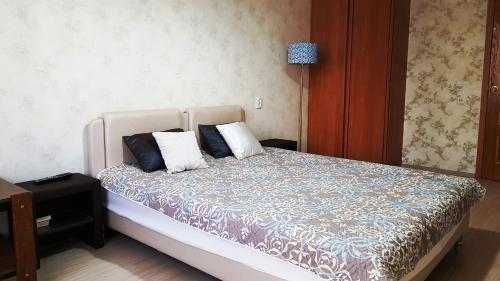 Кровать или кровати в номере Апартаменты Комфорт на Комендантской площади