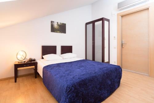A bed or beds in a room at Rixwell Terrace Design Hotel with FREE Parking