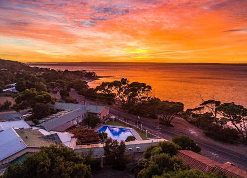 A view of the pool at Mercure Kangaroo Island Lodge or nearby