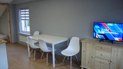 A television and/or entertainment centre at Apartamenty Dominik