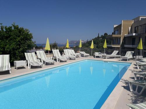 Baseinas apgyvendinimo įstaigoje Guest House Villa Bellevue arba netoliese
