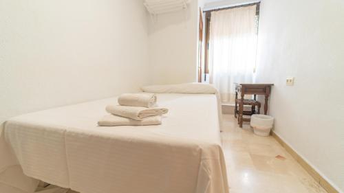 A bed or beds in a room at Hostal Bocanegra