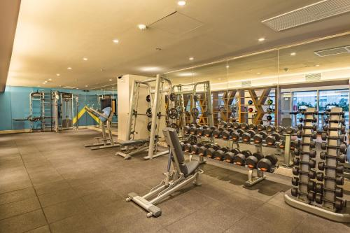 The fitness center and/or fitness facilities at Citadines Bay City Manila - Multiple Use Hotel