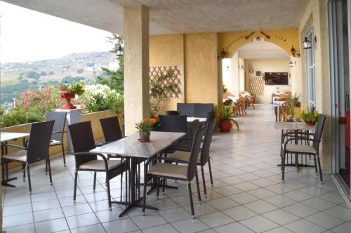 A restaurant or other place to eat at Sariza Spring Hotel