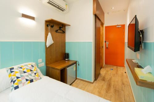 A bed or beds in a room at Lychee Sunset Hotel Cheung Chau
