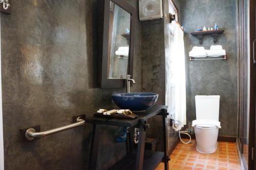 A bathroom at Ban Chang Tong