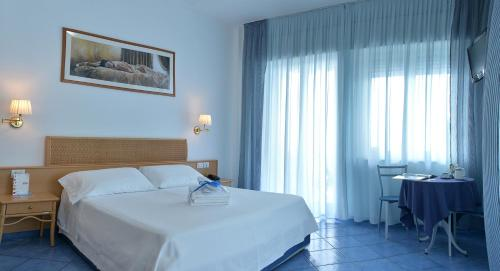 A bed or beds in a room at Hotel Pensione Reale