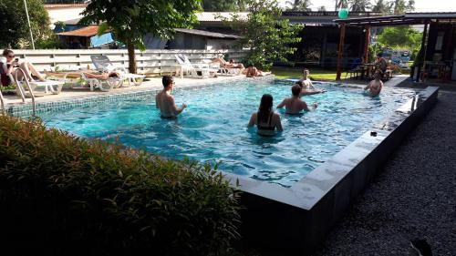 Der Swimmingpool an oder in der Nähe von Na-tub Hostel
