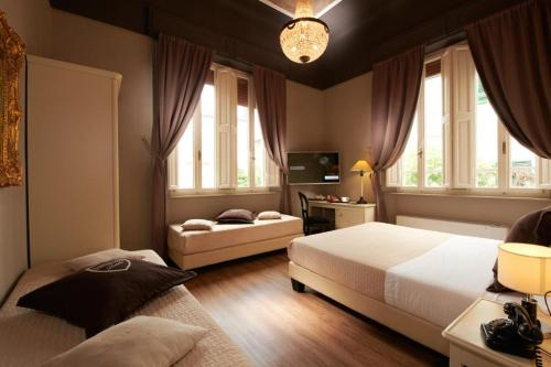 A bed or beds in a room at Villa Tower Inn