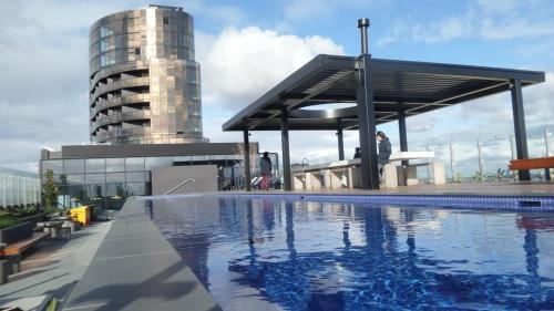 The swimming pool at or near Whitehourse Towers-1BR-1BA-Amazing View-Boxhill
