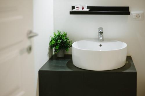 A bathroom at Agatha Cosy Hotel