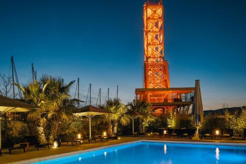 The swimming pool at or close to Hôtel Mercure Toulon La Seyne-Sur-Mer