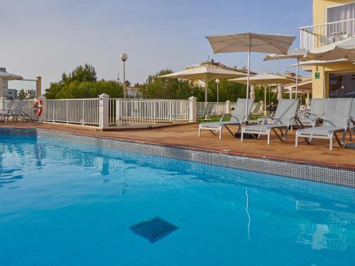 Het zwembad bij of vlak bij BQ Apolo Hotel