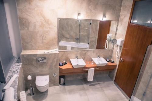 حمام في رادون بلازا