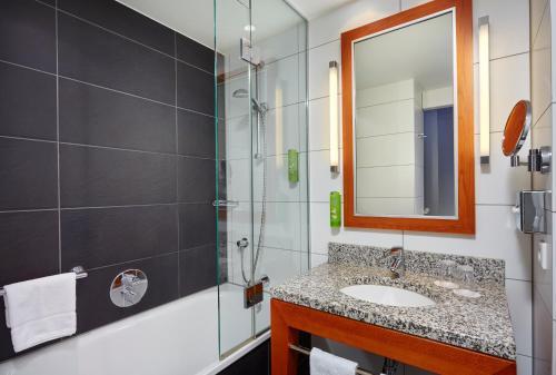 A bathroom at Holiday Inn Berlin-Alexanderplatz, an IHG Hotel