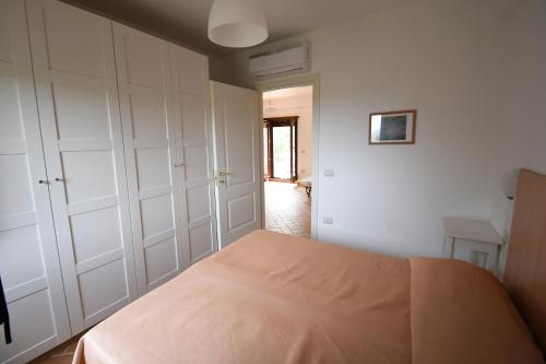 A bed or beds in a room at Le Case di Arconte