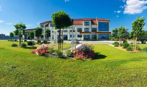 Ogród w obiekcie Hotel & Browar Słociak