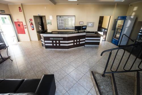 O saguão ou recepção de Hotel Campo Verde